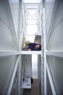 das schmalste haus der welt steht in warschau l ckenf ller architektur und architekten. Black Bedroom Furniture Sets. Home Design Ideas
