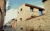 21th Century Vernacular House von Angels Castellarnau Visus