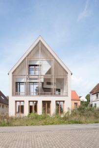 Kommentare zu wohnbau von markus gentner in franken haus hinter holz architektur und - Berghaus architekten ...