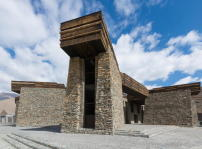 Jianamani Visitor Center, Yushu (China), TeamMinus
