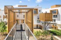 Wohnanlage bei paris von brenac & gonzalez balkons auf stelzen
