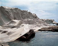 "Christo und Jeanne-Claude: ""Wrapped Coast, One Million Square Feet"", Little Bay, Sydney, Australien, 1968–69"
