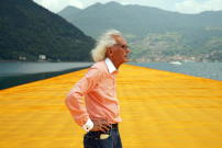 "Christo vor der Arbeit ""The Floating Piers"", Juni 2016"